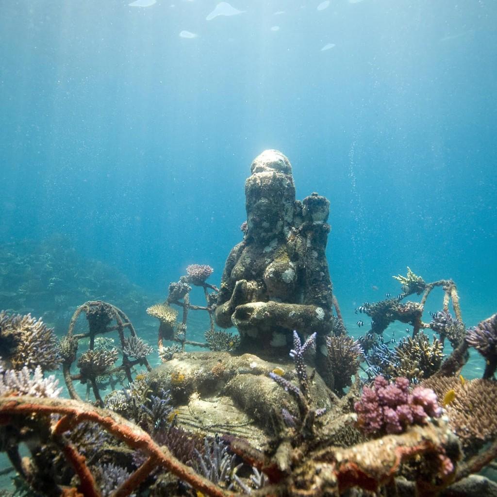 Obonjan Underwater Sculpture | © Dray Van Beck