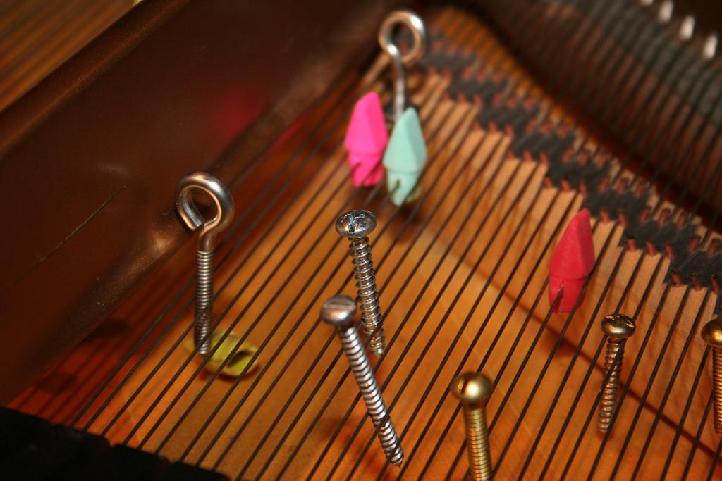 Prepared piano © Brandy Hollins/Flickr