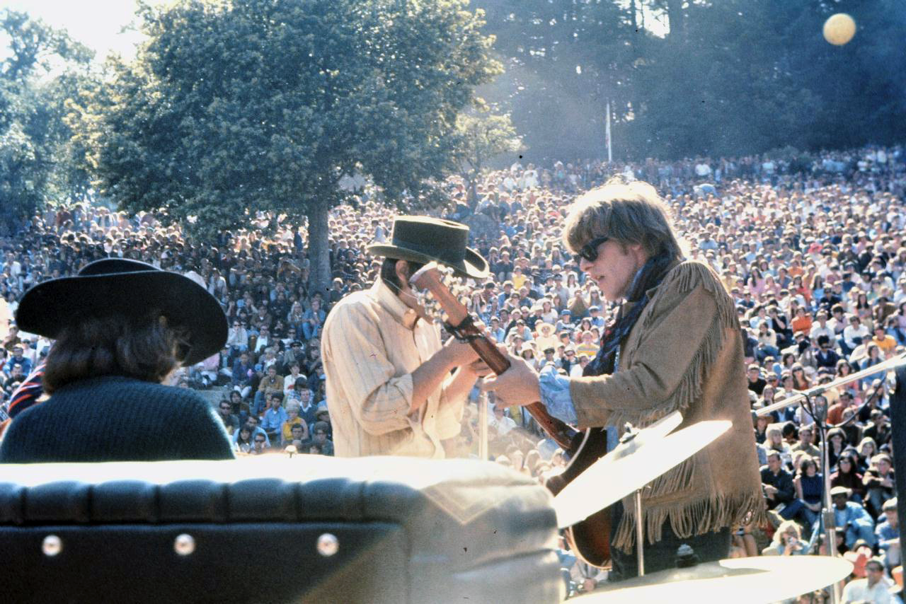 Spencer Dryden, Marty Balin and Paul Kantner of Jefferson Airplane performing at the Fantasy Fair, early June 1967 @ Bryan Costales/Wikipedia