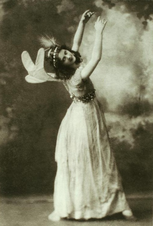 the life of isadora duncan Quotes by isadora duncan, a pioneer of dance who had a lot to say about art, relationships, life, marriage, women, behavior, and more.