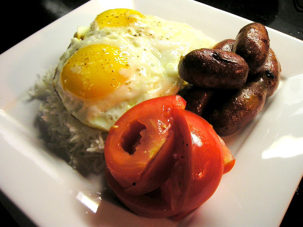 Eggs, Tomatoes, Rice and Longanisa © John Herschell/Flickr