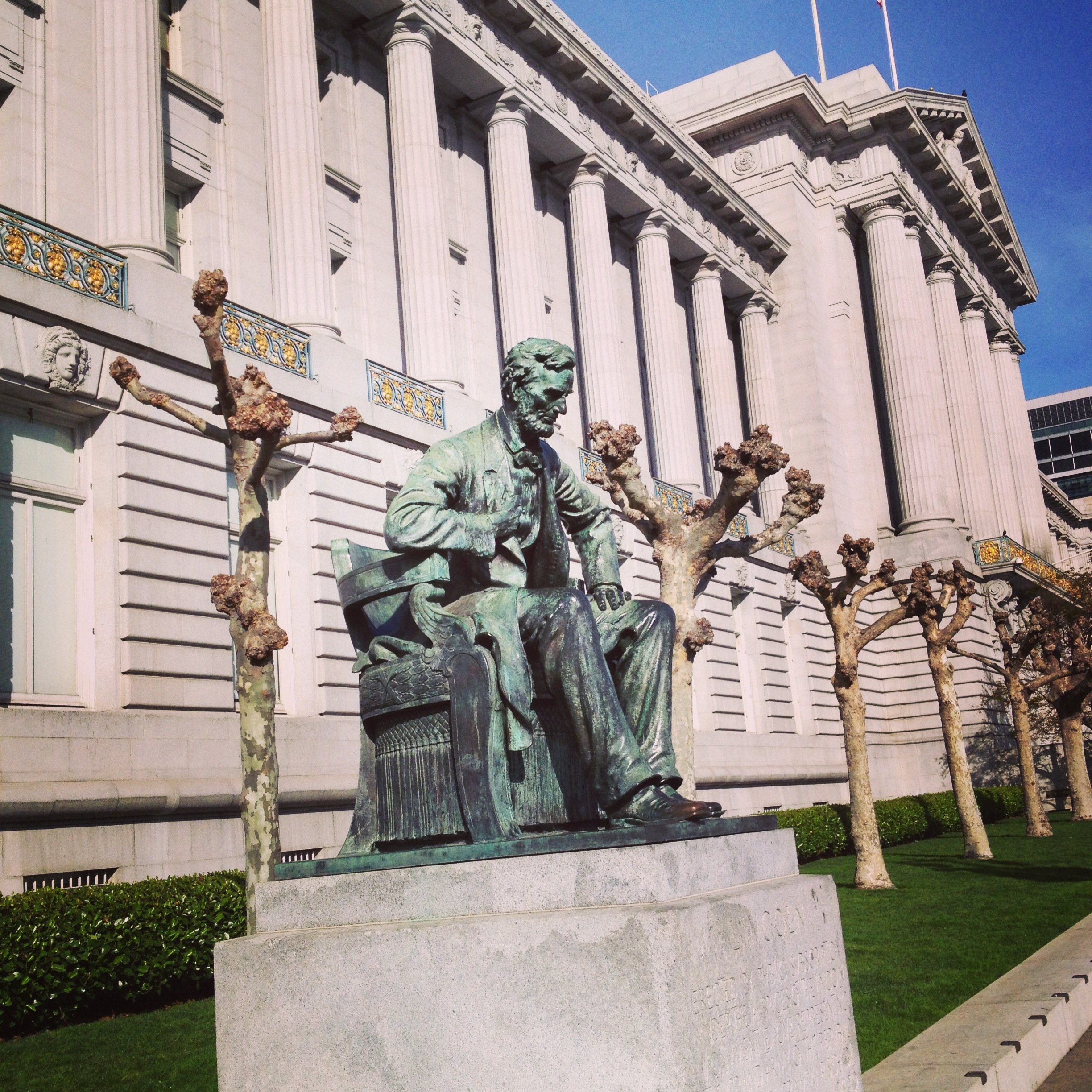 Lincoln Monument in front of San Francisco City Hall | © Edissa Nicolás
