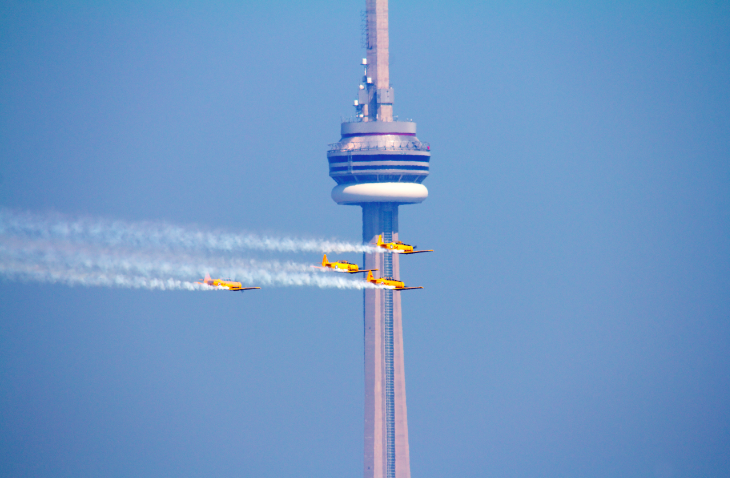 The History Of Toronto S Cn Tower In 1 Minute