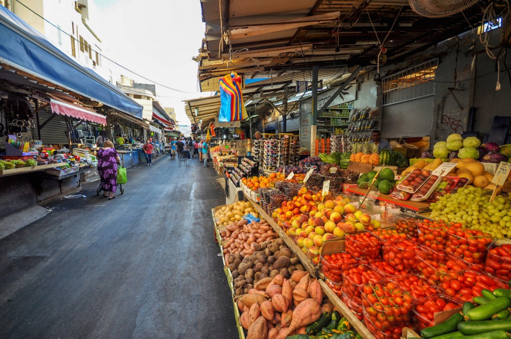 Need food? Go to the shuk © Jorge Láscar / Flickr