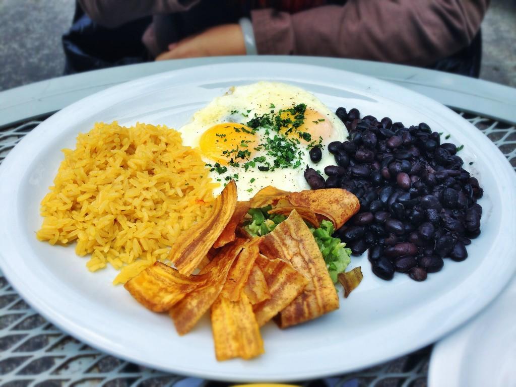 Fried Eggs, Plaintains, Beans & Rice | ©T.Tseng/Flickr