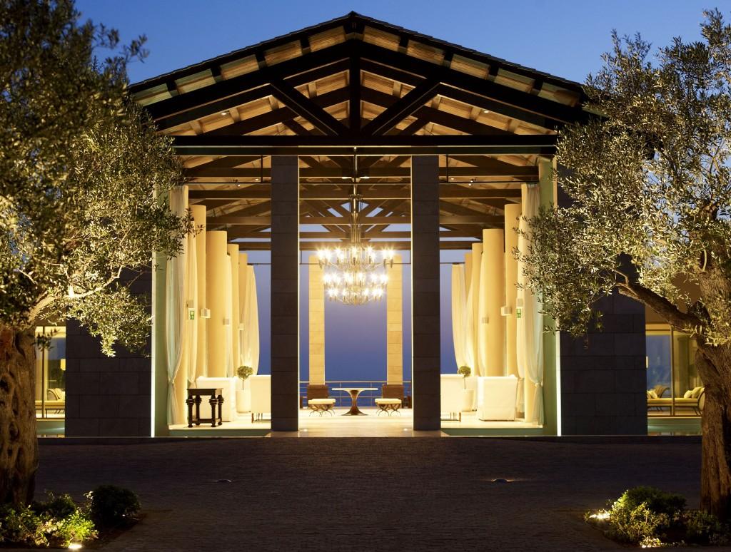 The Romanos hotel lobby reflects palatial living © Costa Navarino