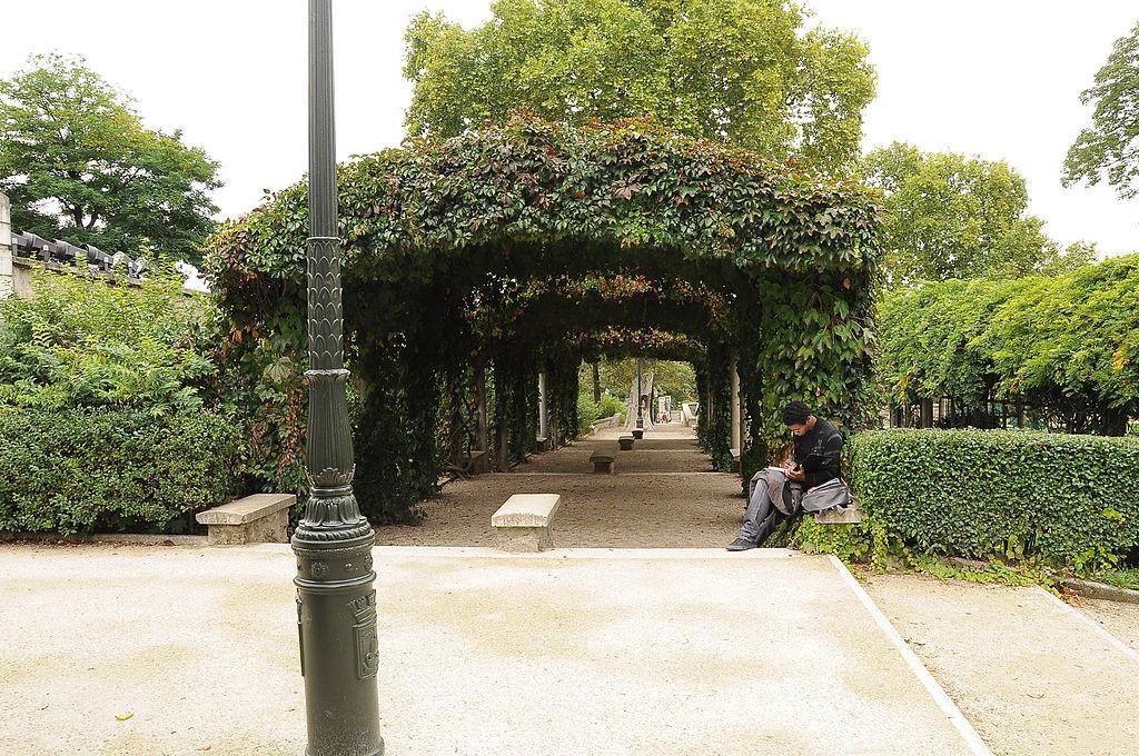 1024px-Montmartre_Parc_de_la_Turlure_001