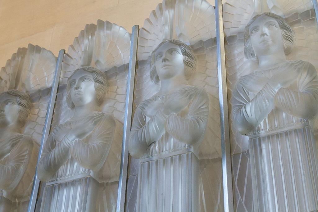Lalique glass angels at St. Matthew's Church   © Danrok/WikiCommons