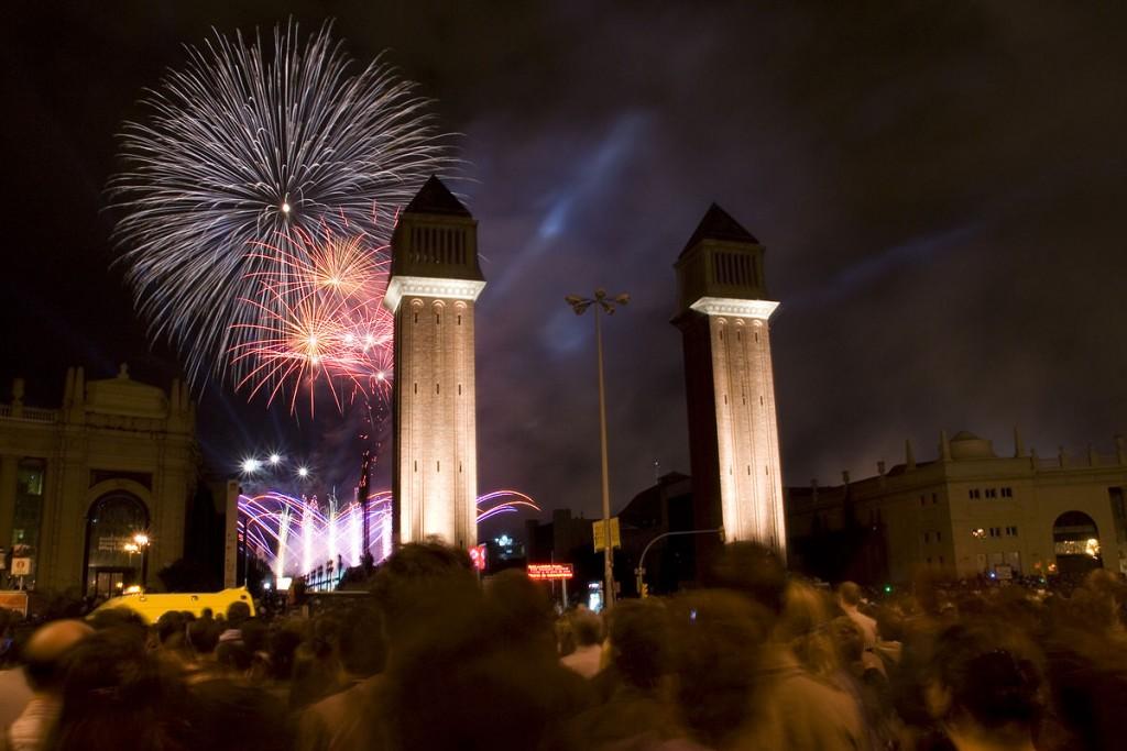 Fireworks near La Plaça d'Espanya | © Feradz / WikiCommons