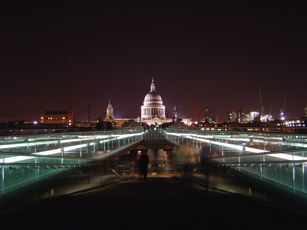 St Pauls and Millennium Bridge at night| © Sumple / WikiCommons