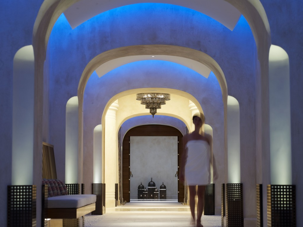 The spa features kinesiotherapy, thalassotherapy and floating pools © Costa Navarino