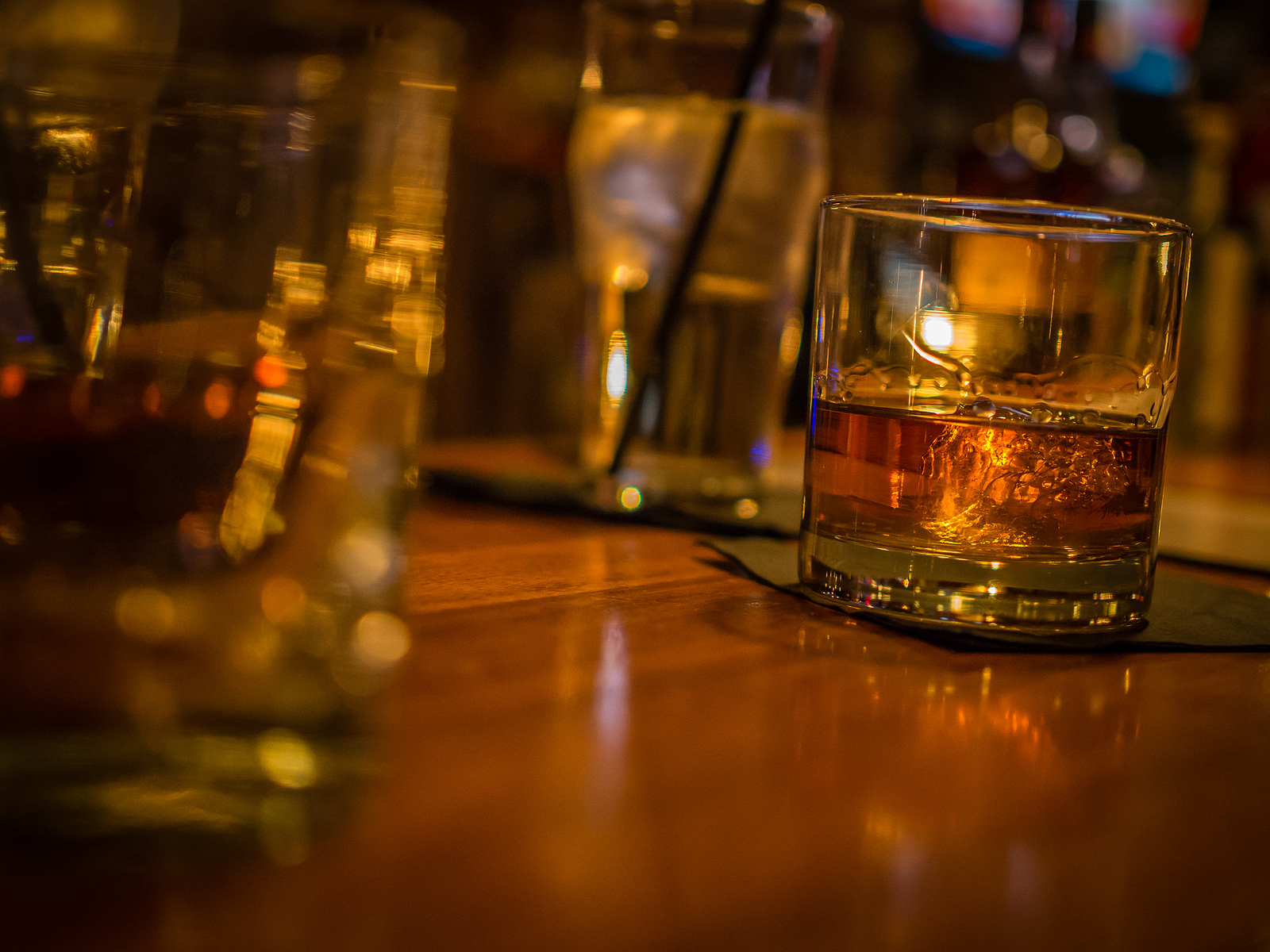 A Glass of Bourbon Whiskey | © ctj71081/Flickr