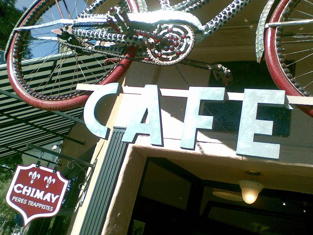 Velo Rouge Café ©Quinn Comendant