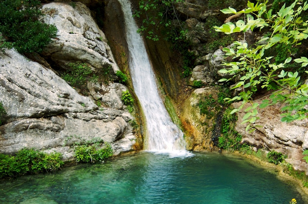 Guests can hike to the Polylimnio waterfalls © Costa Navarino