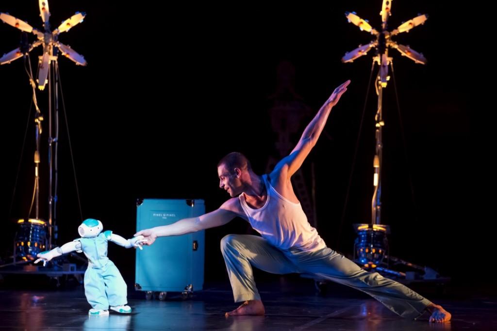 ROBOT! ChorŽgraphie de Blanca Li dans le cadre de Montpellier danse 2013 avec les danseurs de la compagnie Photo By Arnold Jerocki/ArtComArt