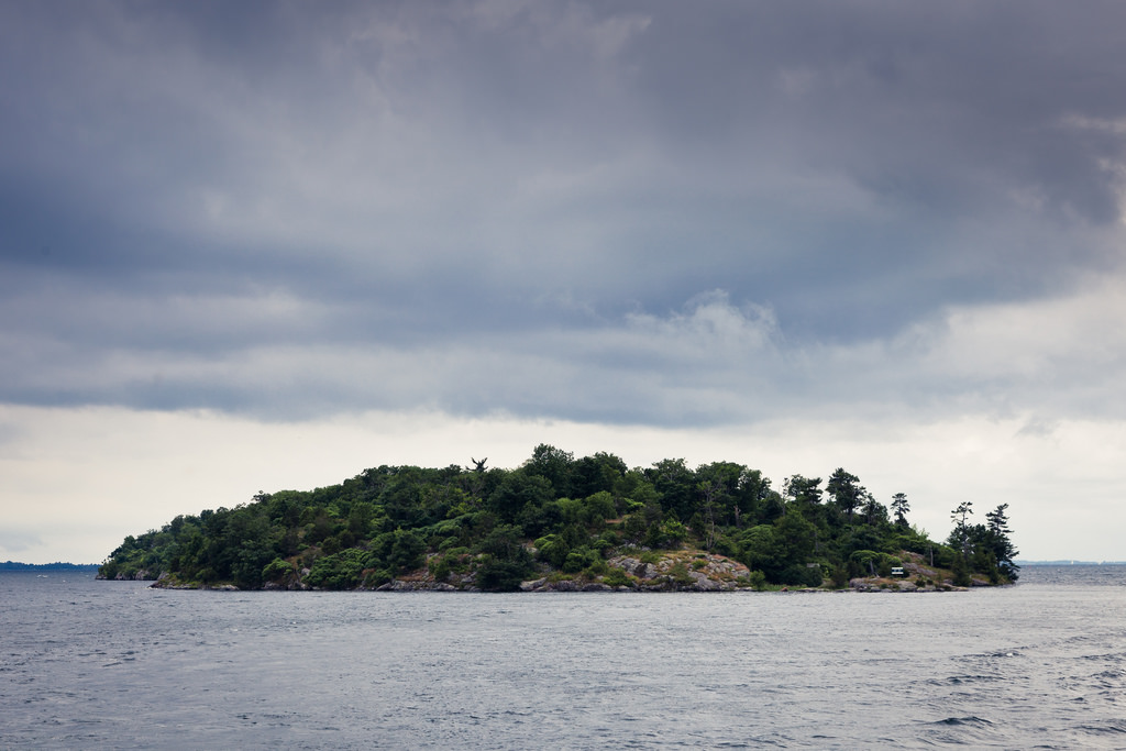 One island from the Thousand Islands | © Benson Kua/Flickr