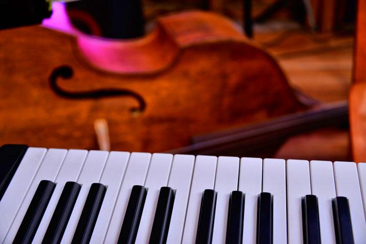 Keyboard and Bass | © Rod Waddington/Flickr