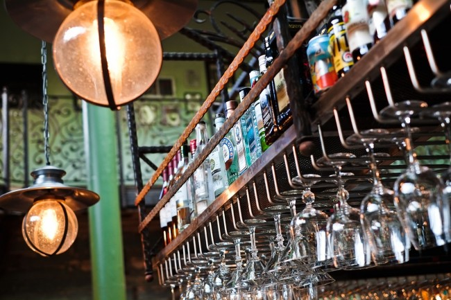 Alcohol Rack | © StockSnap/Pixabay
