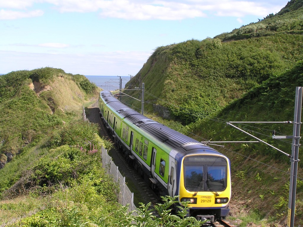 A 29000 Class South-Eastern Commuter train approaching Bray | © Terence Wiki / WikiCommons