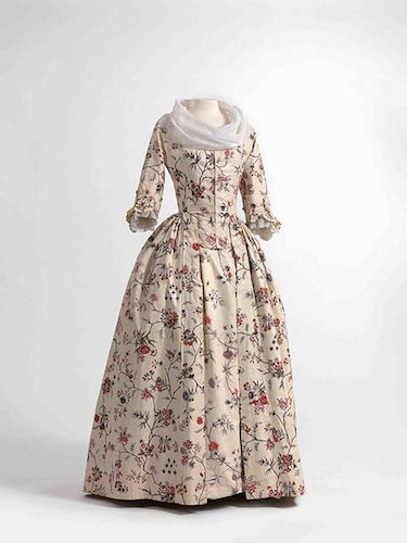Jacket and shawl in chintz, skirt in glazed printed cotton | © Fashion Museum Of Antwerp/WikiCommons