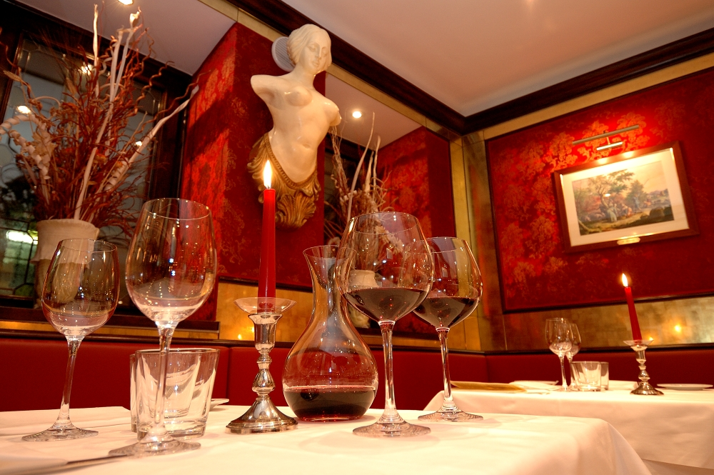 eat at venice 39 s most cultural restaurant bistrot de venise. Black Bedroom Furniture Sets. Home Design Ideas