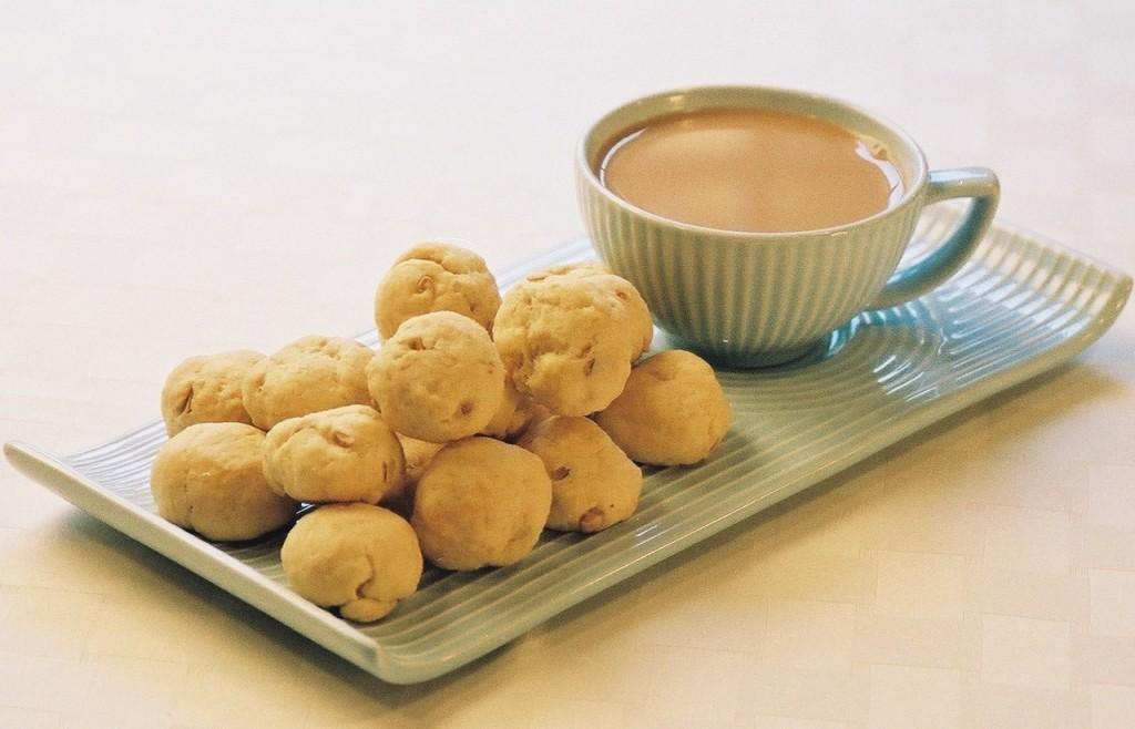 Tea cup and batasas | Courtesy of Austin Macauley Publishers