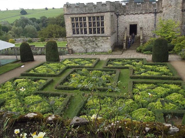 Gardens of Haddon Hall | © Elliot Brown /Flickr