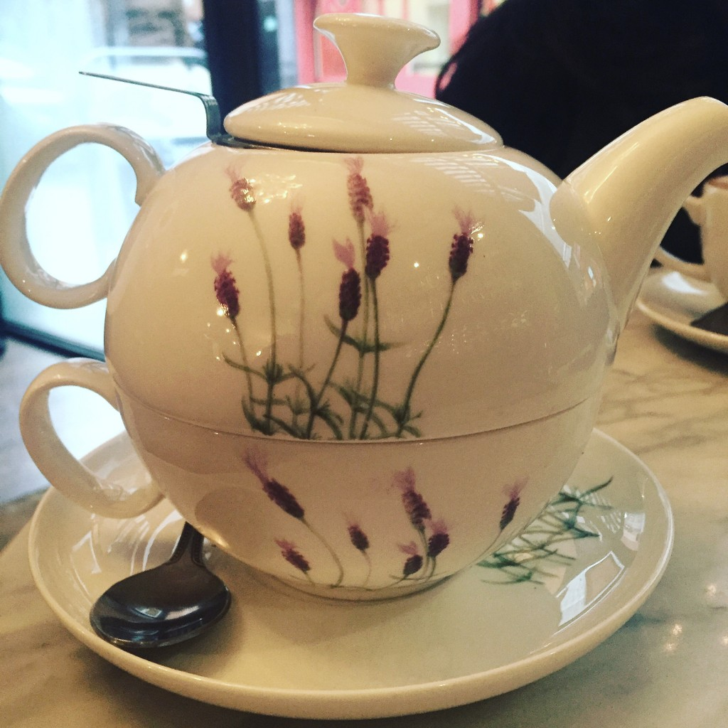 Pot of Tea at Oolong | © Mary Sheehan