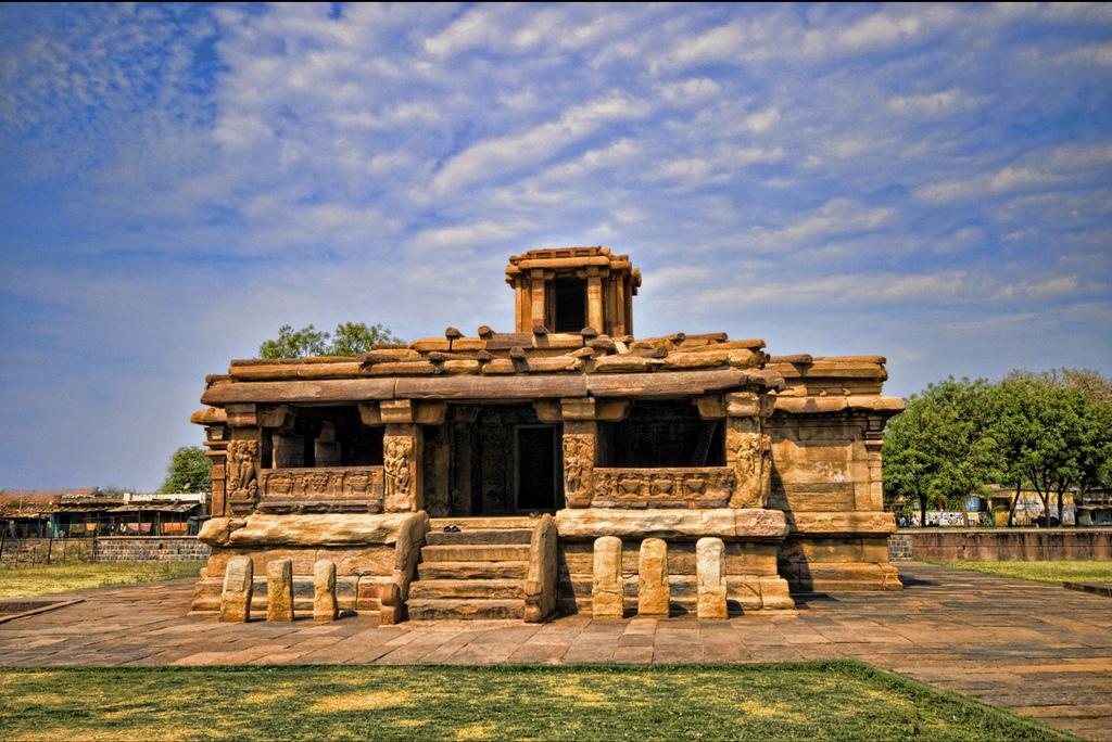 "Lad Khan Temple | <a href=""https://commons.wikimedia.org/wiki/File:Lad_Khan_temple_2,_Aihole,_Karnataka.jpg"" target=""_blank"" rel=""noopener"">© Mukul Banerjee/WikiCommons</a>"