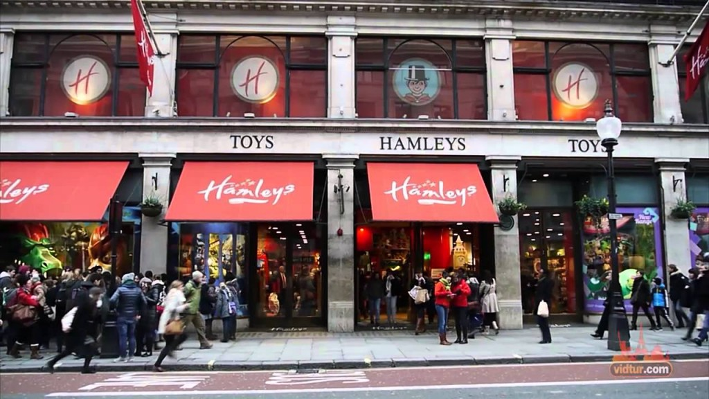 Hamleys, Regent Street's Shopping Guide | © Vidtur / Youtube