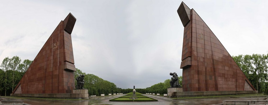 Panorama of the Russian War Memorial at Treptower | © Drrcs15 / WikimediaCommons