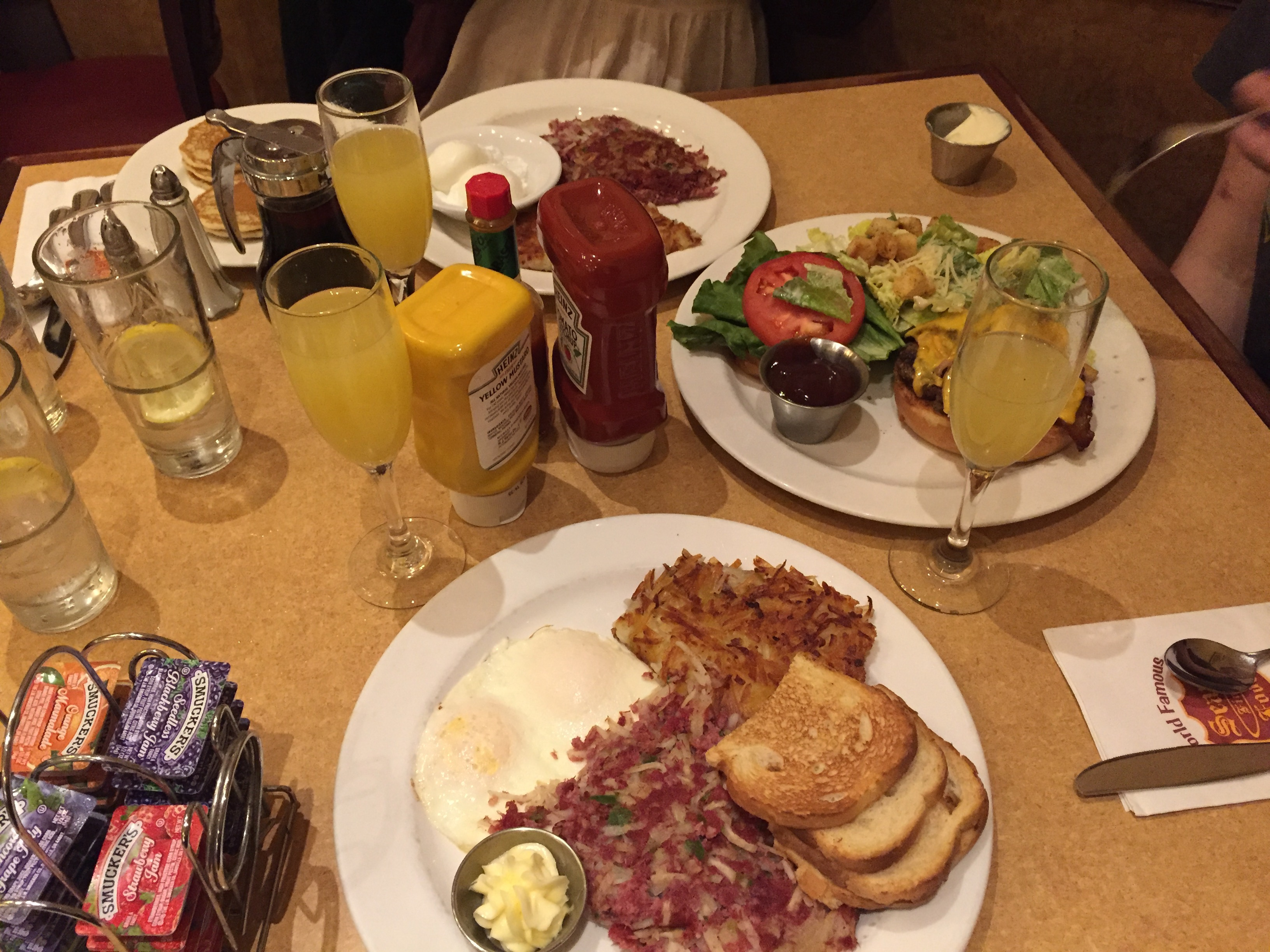 Southern Corned Beef Hash and Eggs, Al's Special, Mimosas | © Lindsey Kuwatani