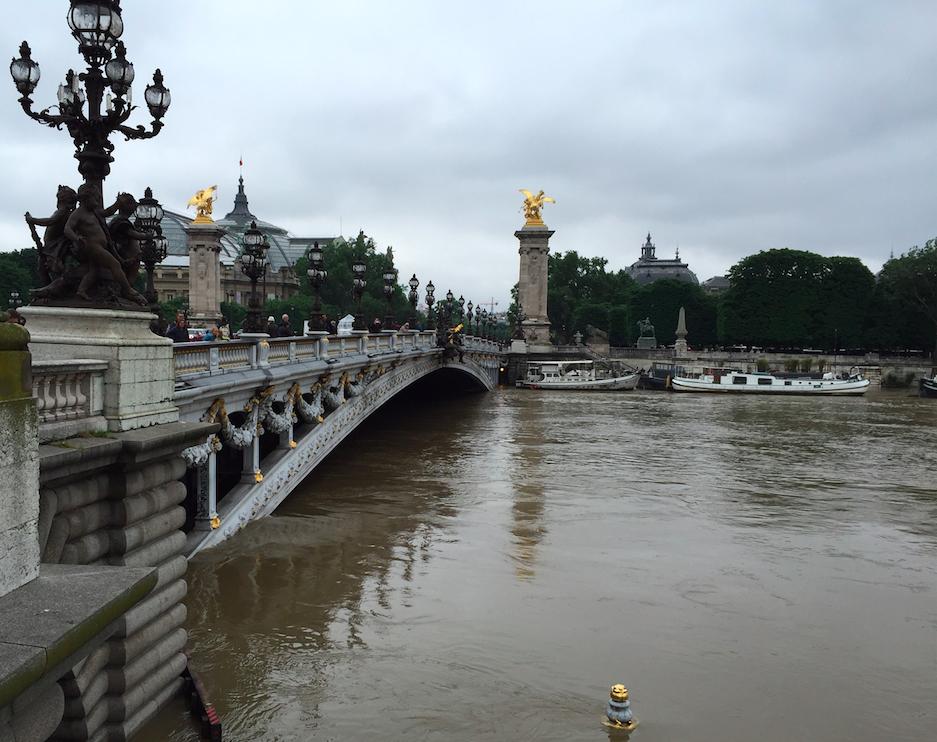 High waters under Pont Alexandre III | © Lauren Johnston
