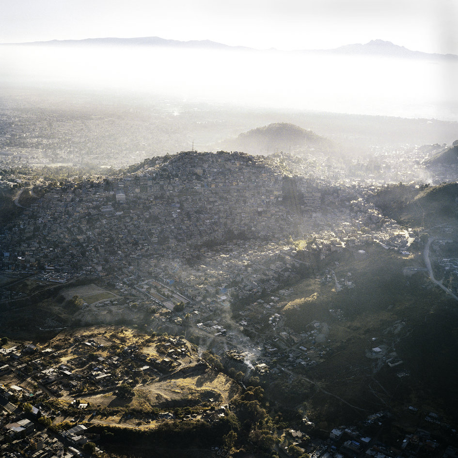 Vista Aerea de la Ciudad de Mexico IV, 2006 |©¨Pablo-Lopez-Luz