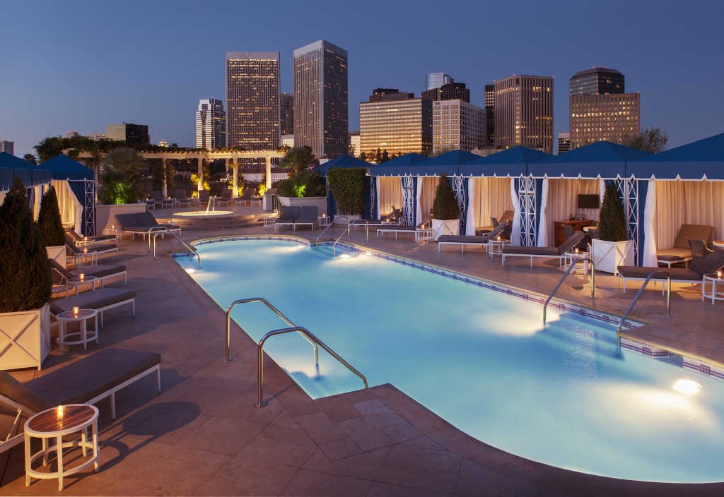 The Rooftop Pool Peninsula   © Courtesy of The Peninsula