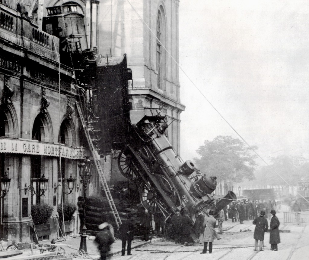 Train Wreck at Montparnasse 1895 - 2 | © WikiCommons