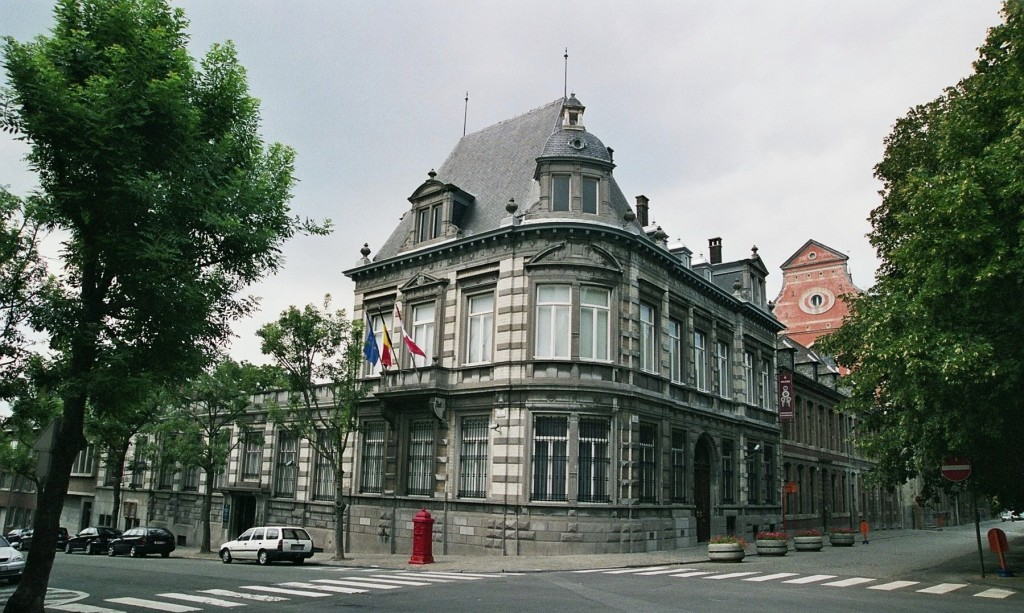 The splendid building that houses Mons' Decorative Arts Museum | © Franbet/Wikimedia Commons