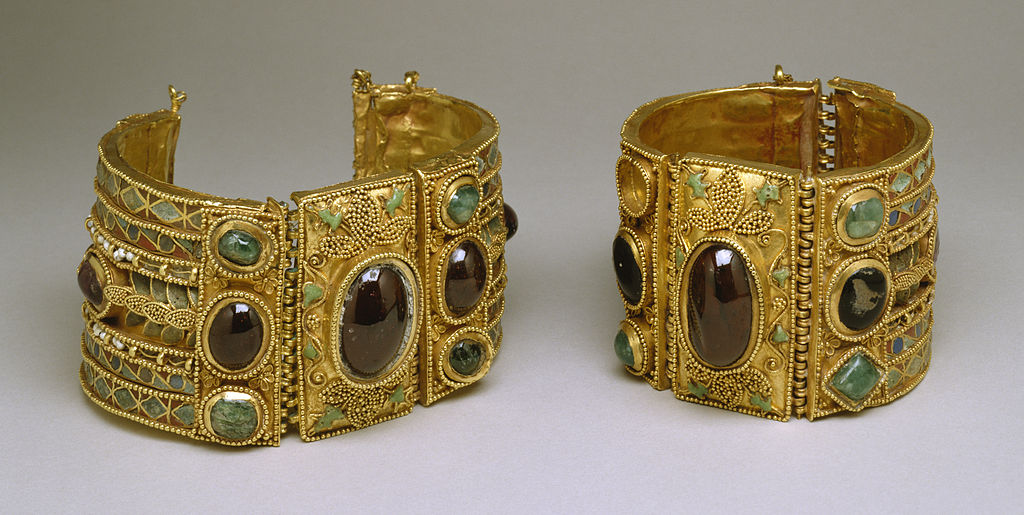 Bracelets from the Olbia Treasure, Elements: late 2nd century BC; Setting: 1st century BC | © Walters Art Museum/WikiCommons