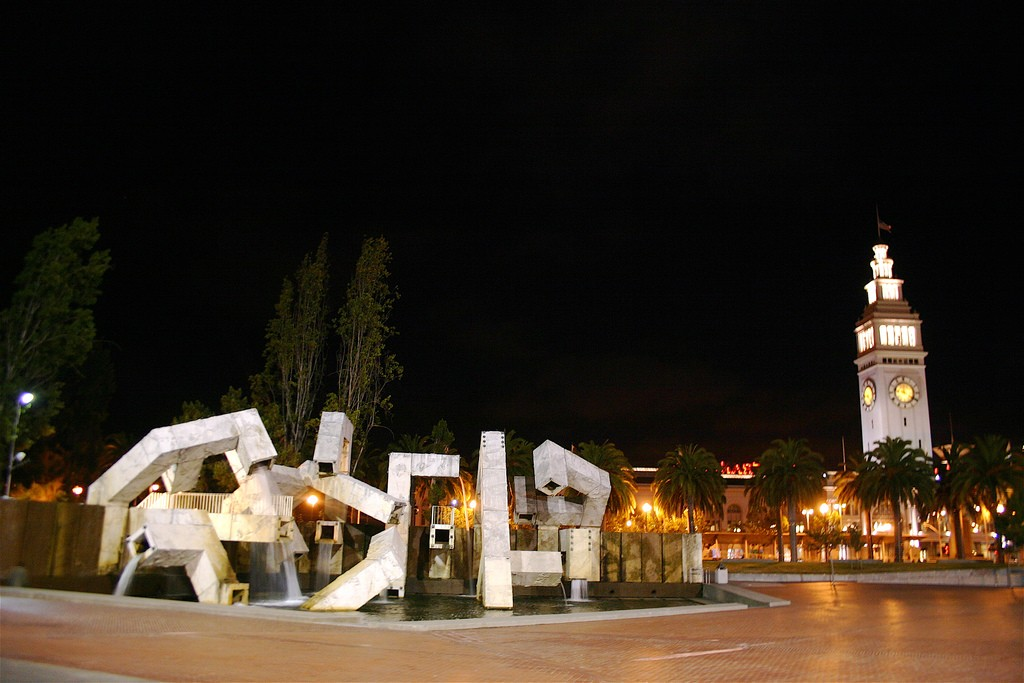 The Vaillancourt Fountain at Justin Herman Plaza © George Kelly/Flickr