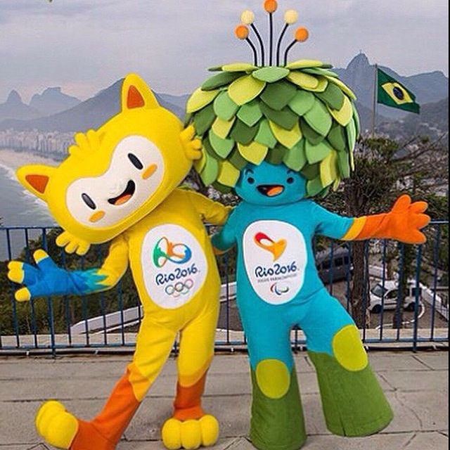 Vinicus and Tom, the yellow and blue mascots respectively | © Sebástian Freire/Flickr