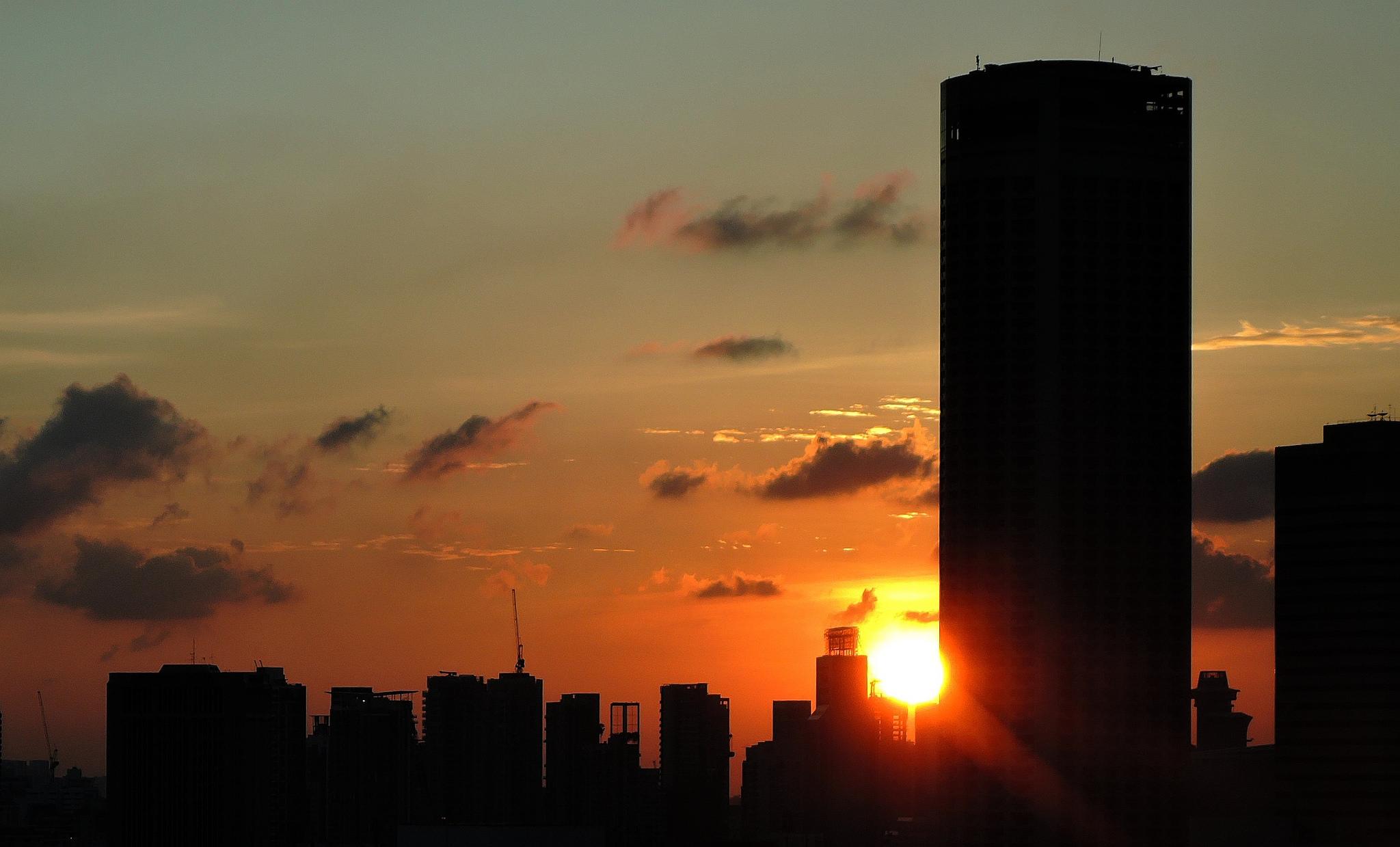 Singapore Sunset Over Skyscrapers   © Gülden Üstün/Flickr