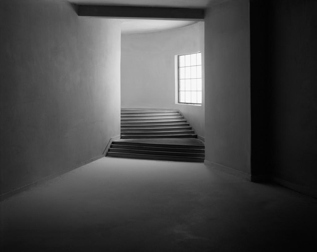 'Turning Hallway', 2003 | © James Casebere. Courtesy James Casebere and Galerie Daniel Templon, Brussels-Paris