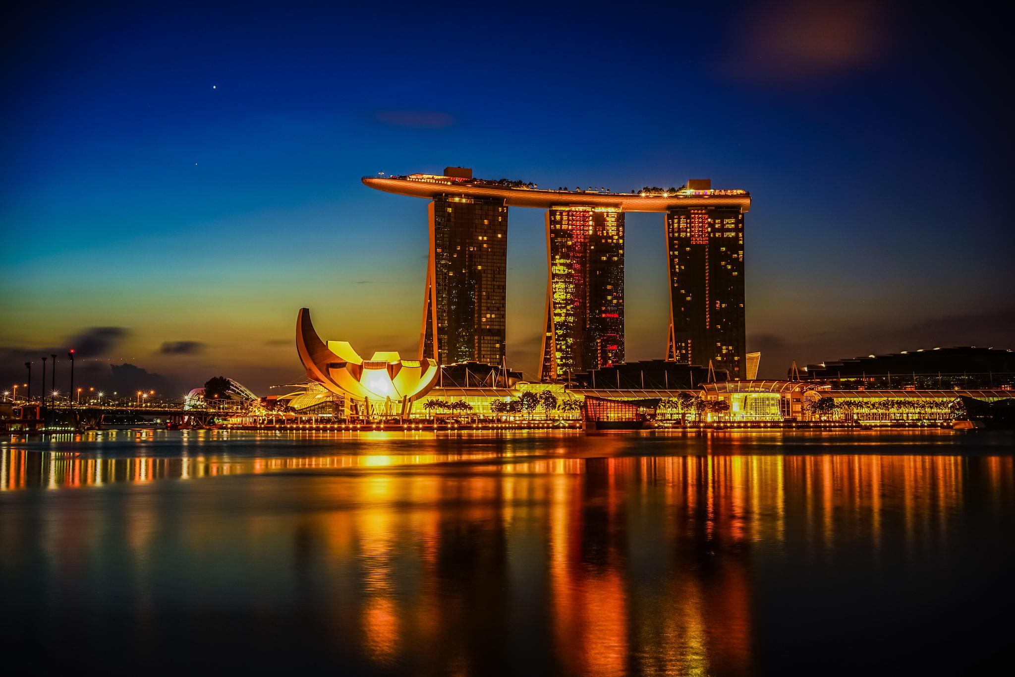 Marina Bay At Dawn   © aotaro/Flickr