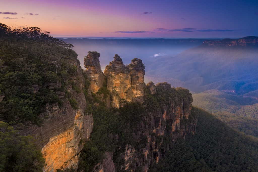 View from Echo Point of the 'Three Sisters' in the Blue Mountains   © Andrii Slonchak / Flickr