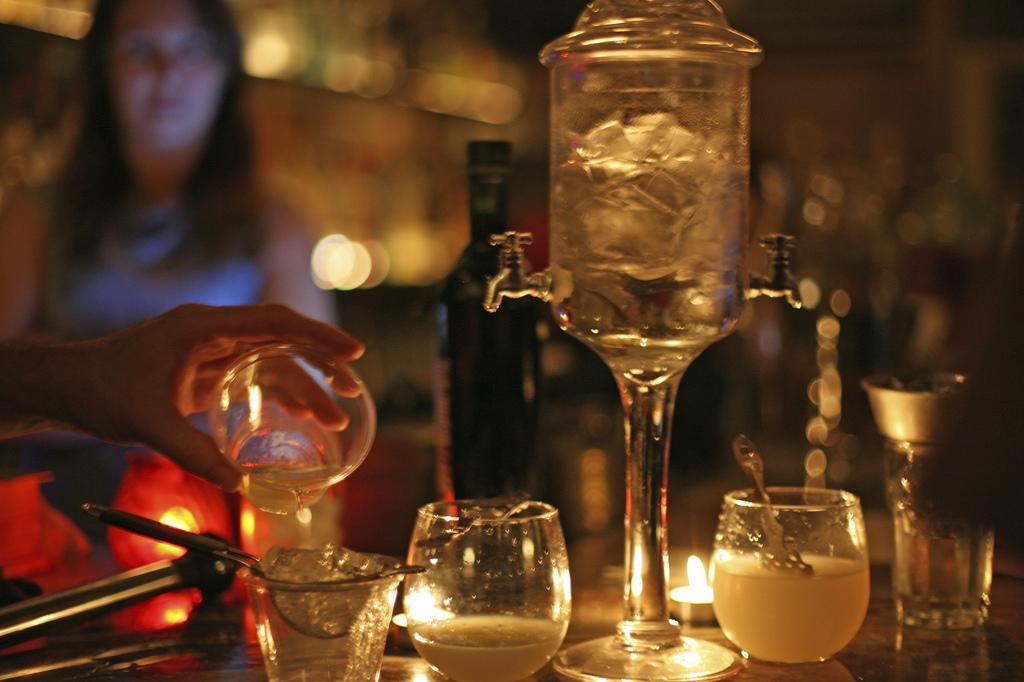 An absinthe tasting | © Ed Schipul / Flickr