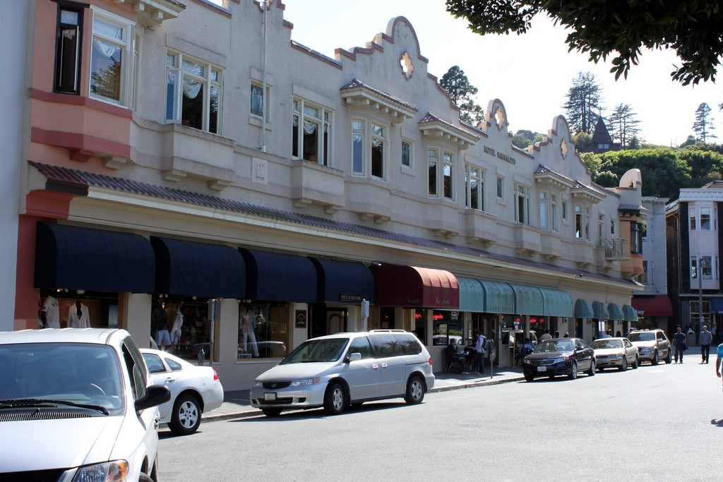 Street view of downtown Sausalito © Prayitno/Flickr