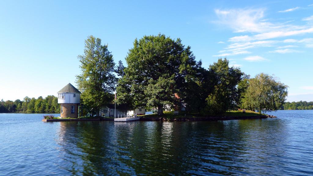 Tower Island 2, leaving Grindstone Island, Big Rideau Lake, Ontario, Canada | © Cory Doctorow/Flickr