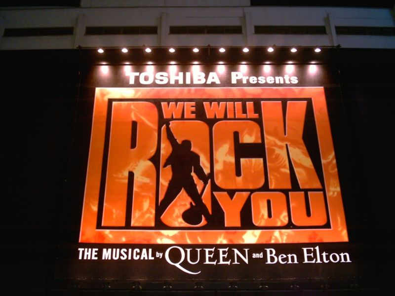 800px-We_Will_Rock_You_(musical_Tokyo)
