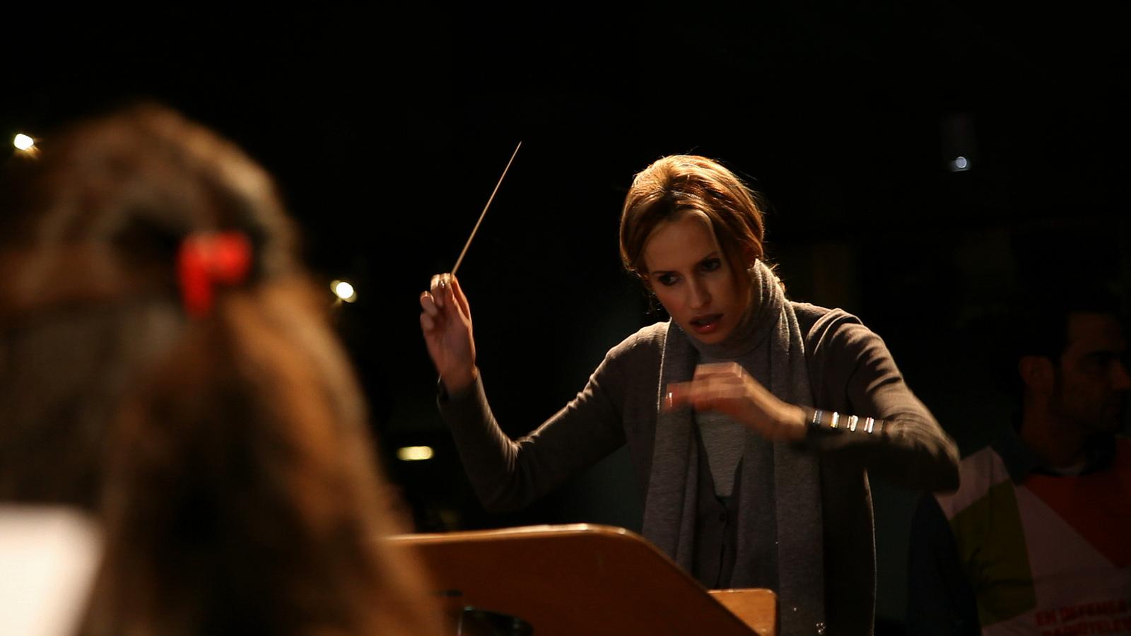 Inma Shara with the Orchestra of San José | © Ayuda en Acción / Flickr