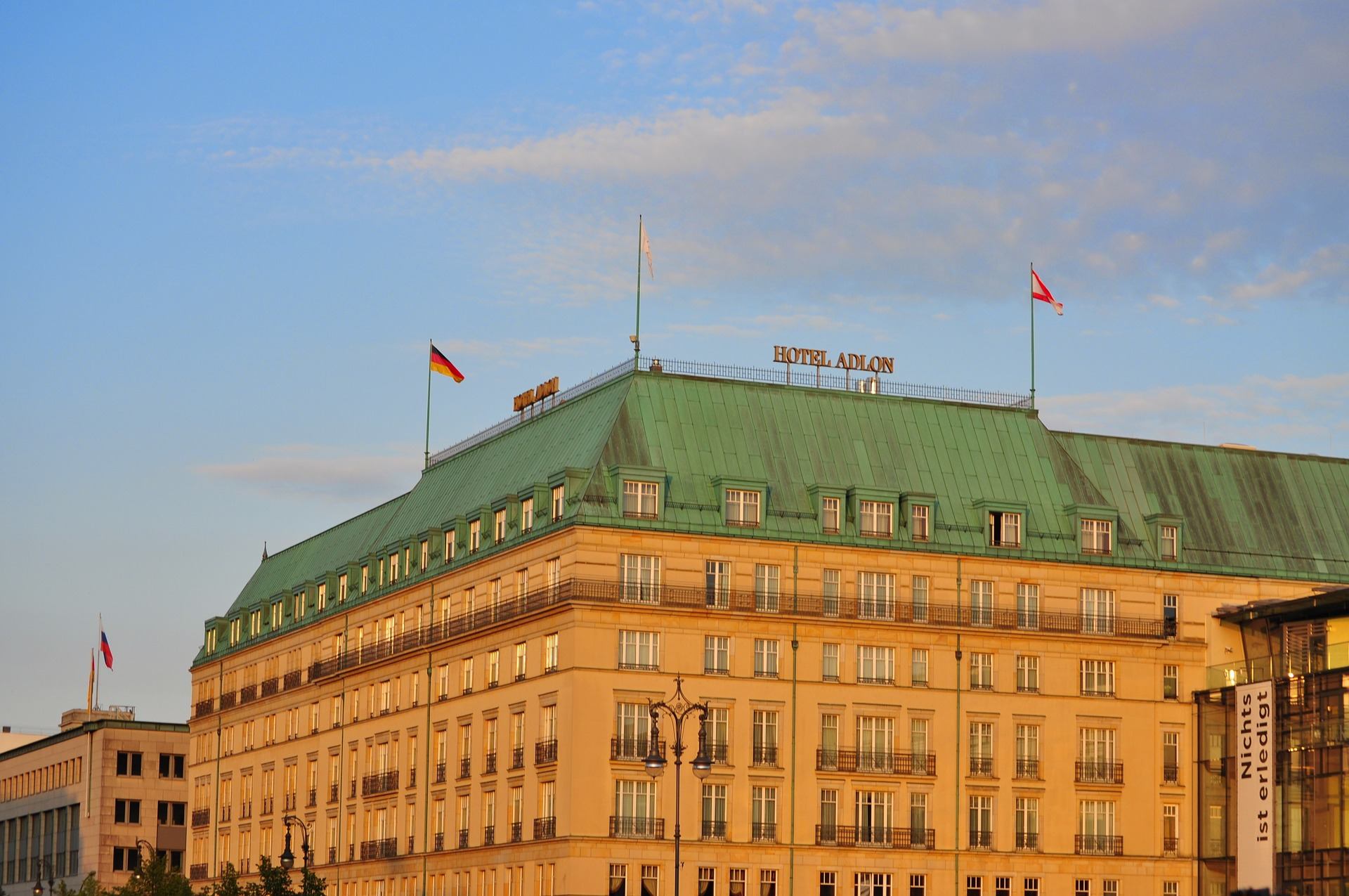 the history of hotel adlon berlin in 1 minute. Black Bedroom Furniture Sets. Home Design Ideas